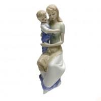 YW-00603  (30) Мать с ребёнком фарфор 9*11*23см